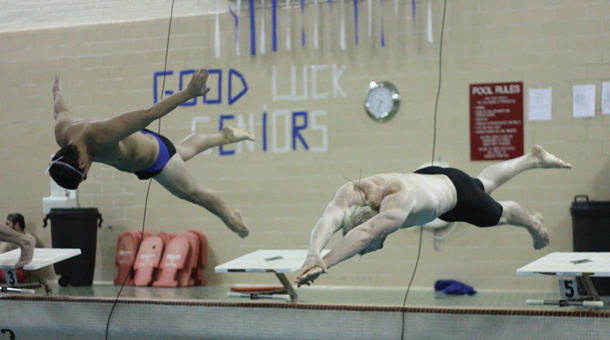 Swimming Team Falls To 3 4 In Conference The Etownian