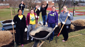 PRIDE Day 2014 motivates Jays, alumni to clean up campus